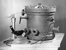 Millikan's oil drop experiment apparatus.
