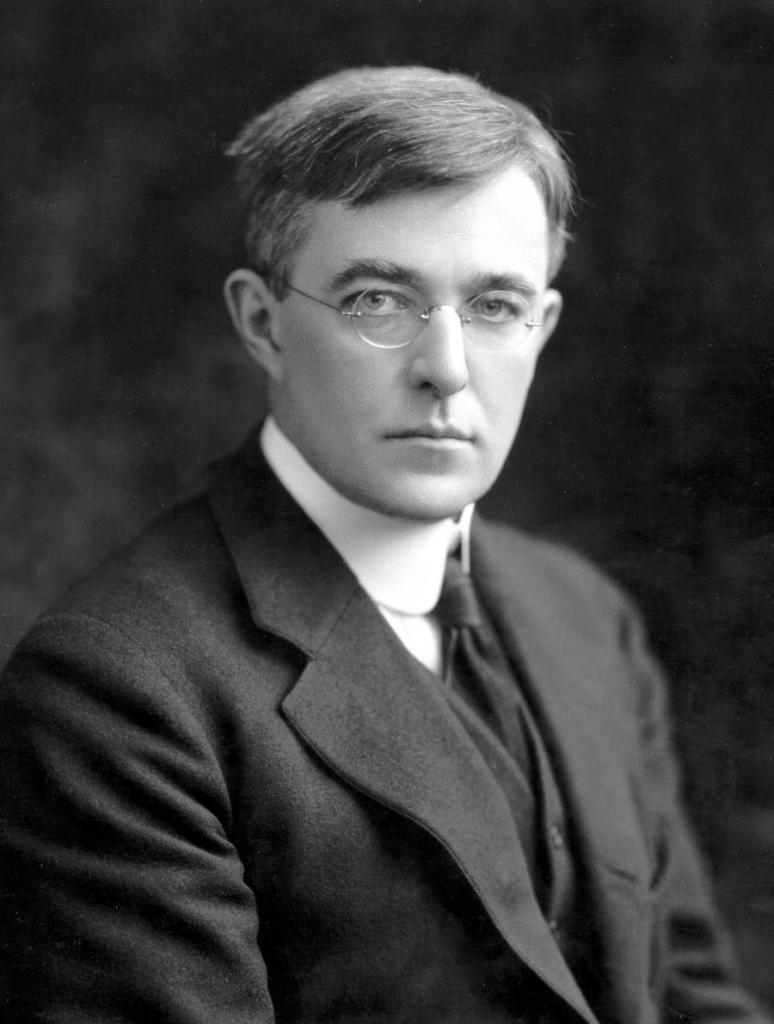 Irving Langmuir(1881 - 1957) proposed 18 electron rule.